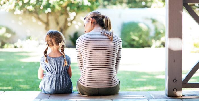 mum-child-talking-teach-child-coronavirus