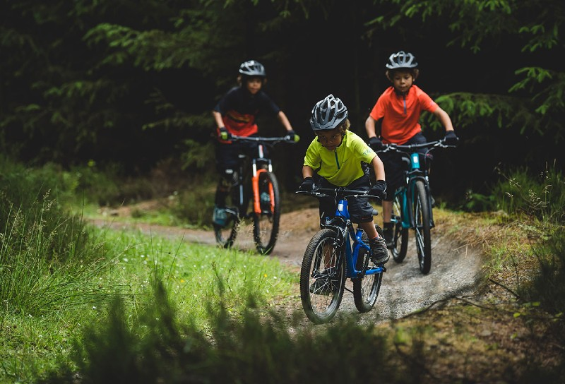 kids-bike-cycling-with-children