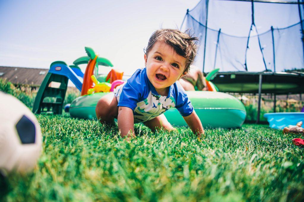 michael-cox-oFyyVHq-Rl8-unsplash-make-garden-fun-for-kids