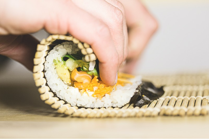 sushi-roll-at-home-holiday